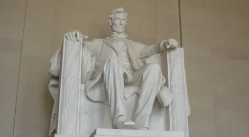 Lincoln statue at Lincoln Memorial taken in July 2008