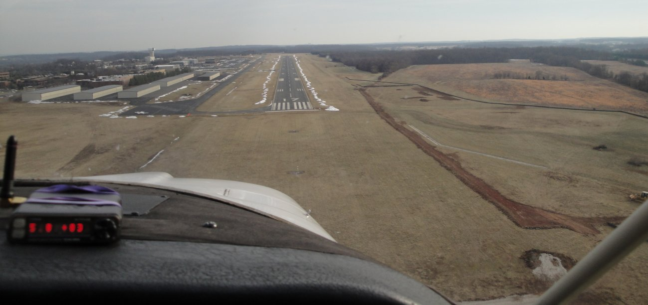 http://johnsonmatel.com/2010/January/Flying_down_to_the_farms/Landing_at_Leesburg_Airport.jpg