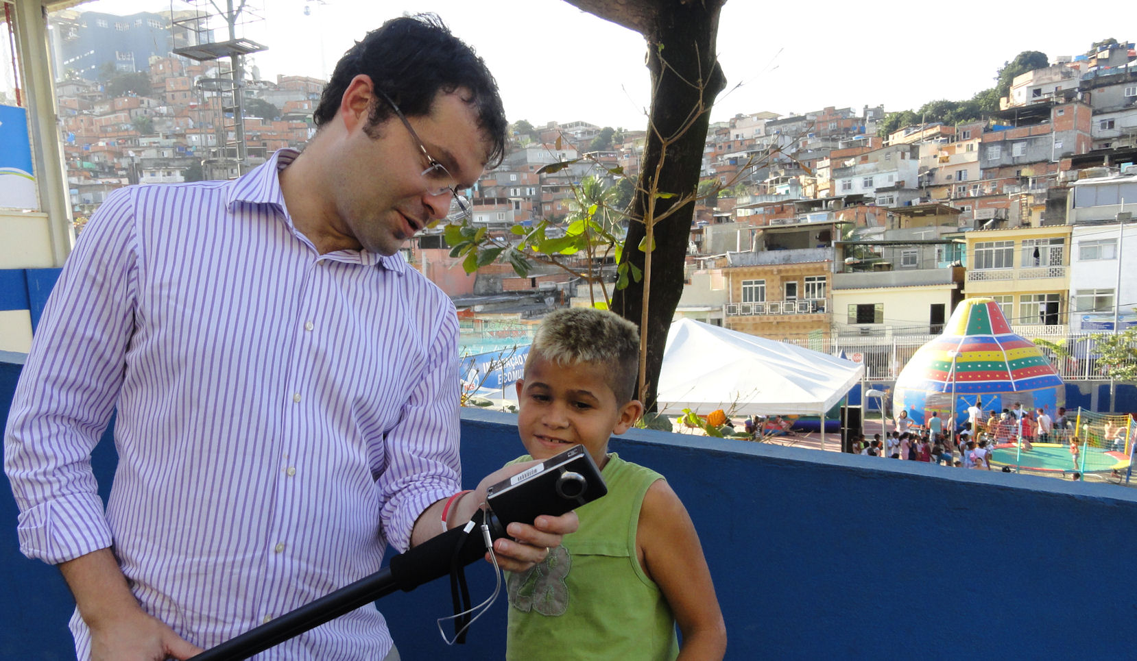 showing the kid in Rio how the little camera works