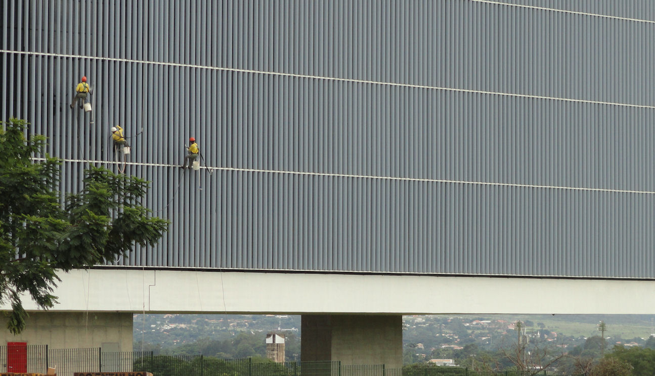 Window washers in Brasilia